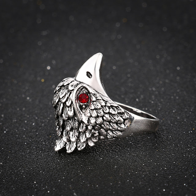 Model cincin Skull Ring (Kepala Elang) yang sedang trend hari ini