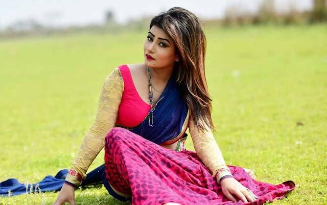 BD Model Tanin in Hot Saree