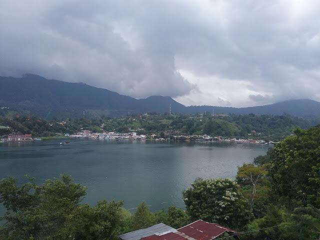 Parapat terlihat dari Huta Jambu kecamatan Ajibata Kabuoaten Toba Samosir
