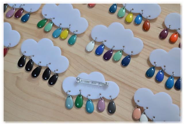 broches nuages et gouttes multicolores verso