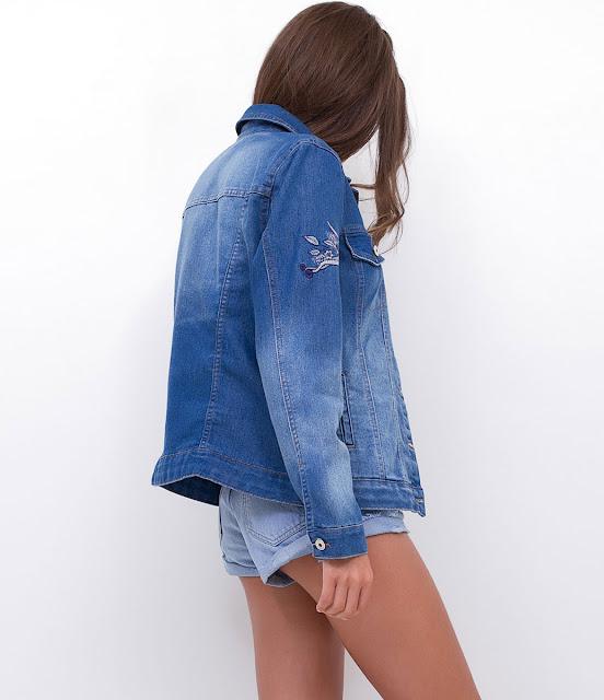 Jaqueta em jeans com bordado