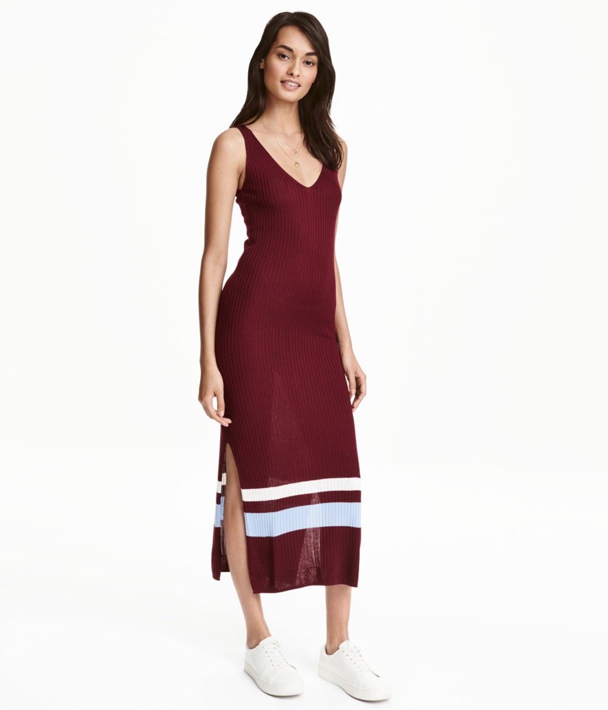 Kleid in Rippenstrick von H&M, um 20 Euro, bordeaux