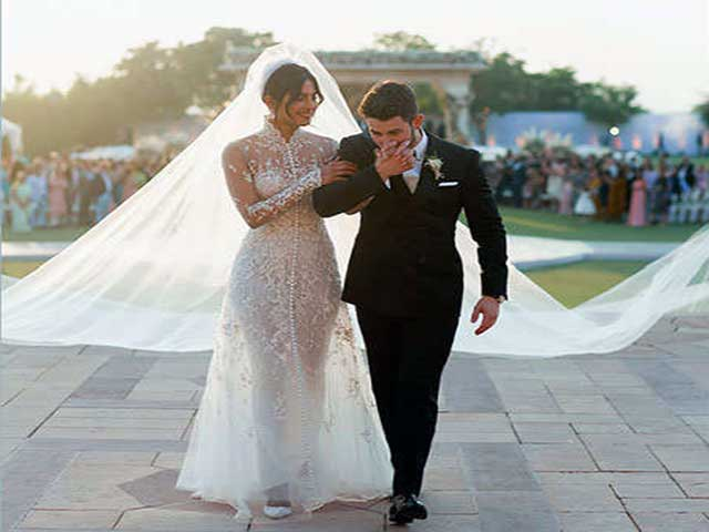 priyanka chopra wedding dress