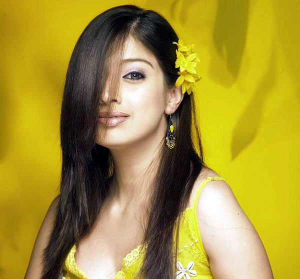.: Lakshmi Rai Hot Milky Thigh And Leg Show In Latest
