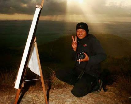 Inspiring Riau JOS!* Hamid Mukhlis, Fotografer yang sedang di foto dengan gaya maksimal