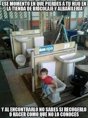 Niño perdido tienda bricolaje albañilería, cagando, wc, sin tubería