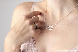 Fashion: Personalisierte Infinity Kette - DAS perfekte Geschenk - www.annitschkasblog.de