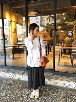 老幫手實穿夏綠蒂的晚餐銅釦吊帶裙