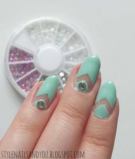 Glitter Negative Space | BeautyBigBang Mixed Nail Rhinestone Wheel
