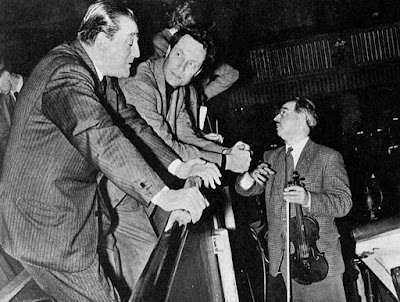 During the rehearsal of Don Carlos at Covent Garden in 1958, director Luchino Visconti, conductor Carlo Maria Giulini and Charles Taylor, leader of the orchestra, hold a post-mortem (photo by Houston Rogers)