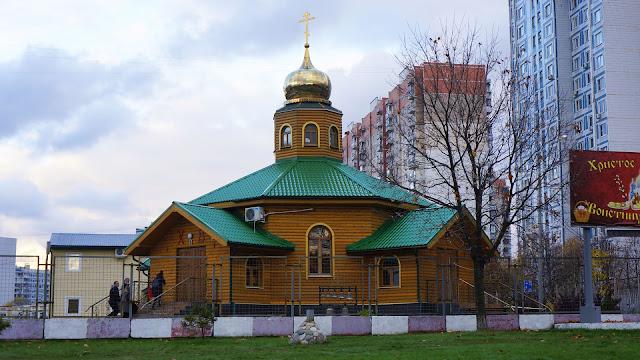На фото - Храм Алексия, человека Божия, в Крылатском, в Москве