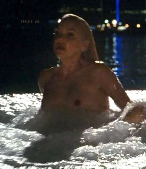 Anna Faris Tits 8