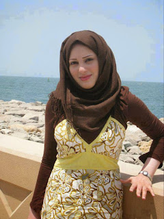 فلسطينية اقيم فى لبنان ابحث عن الحب والحنان