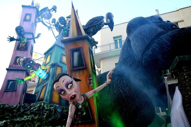 gorilla, animale, donne, maschere, carro carnevale