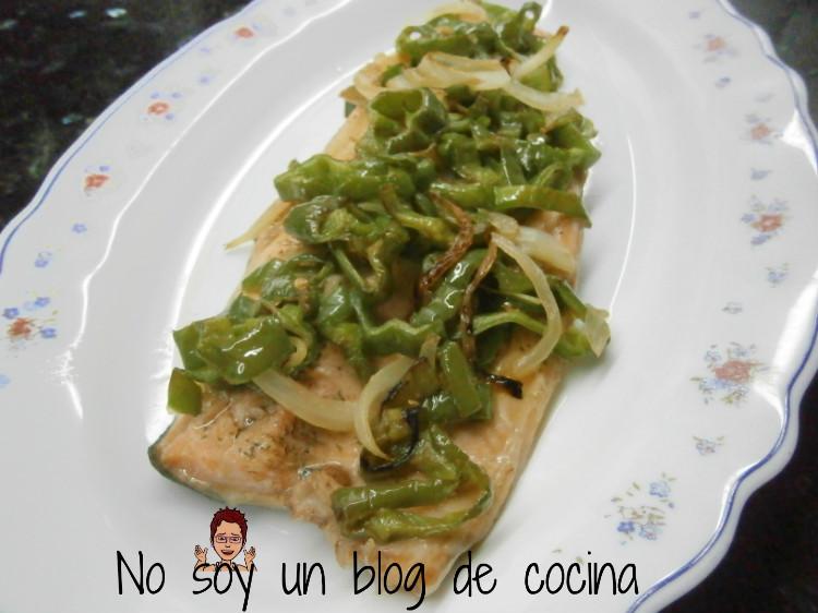 Trucha al horno con pimientos verdes