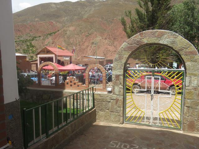 Viel los bei der Einweihung der Straße Villazón – Esmoraca.