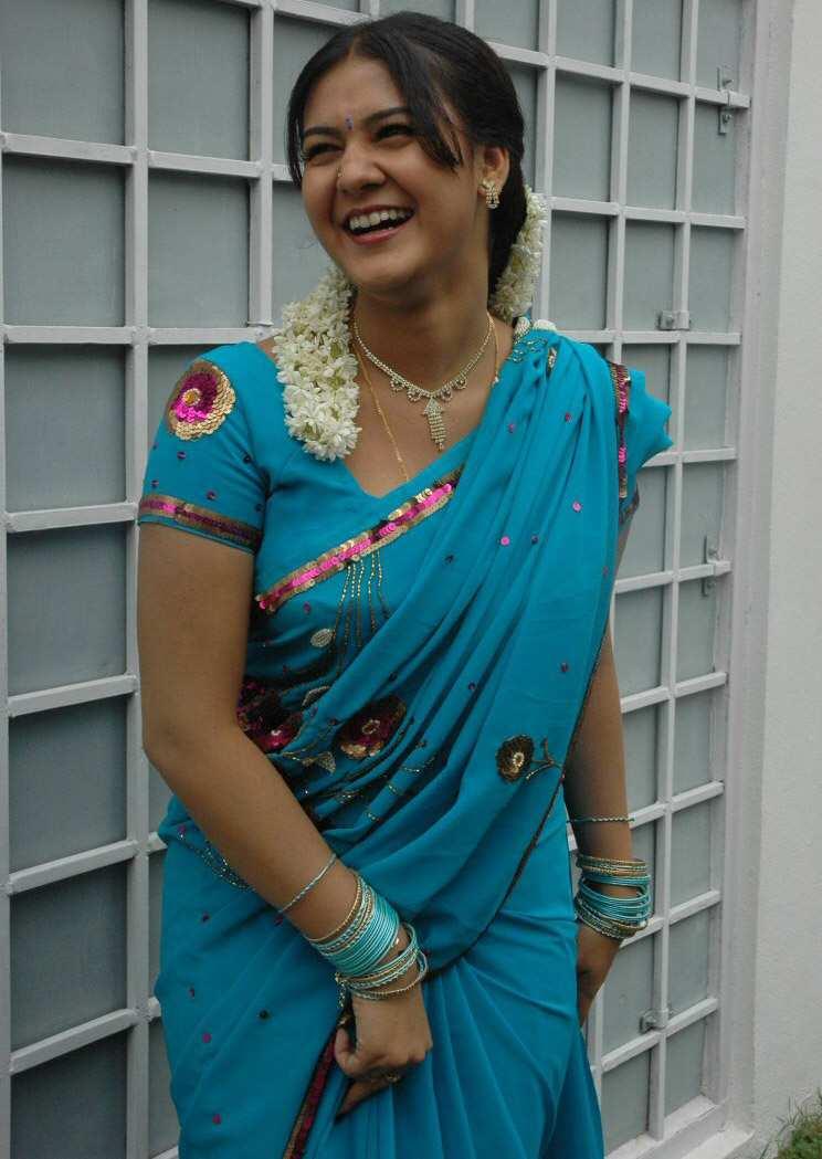 Tamil Actress Jyothi Krishn Latest Blue Saree Images