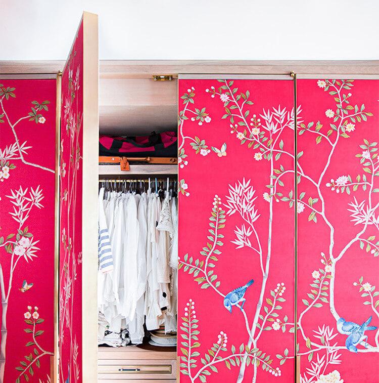 armario con papel pintado