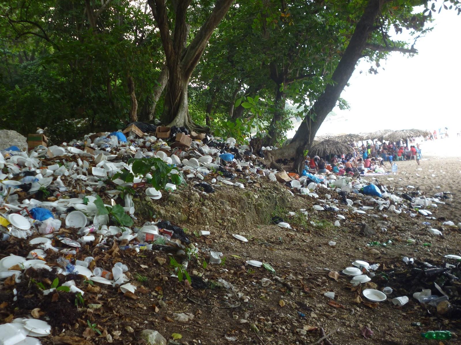 Playa San Rafael un destino turístico donde no  hay un sistema de recogida de basura