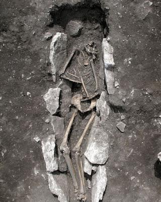 Descoberta arqueológica mostra que gregos podem ter cometido sacrifícios humanos