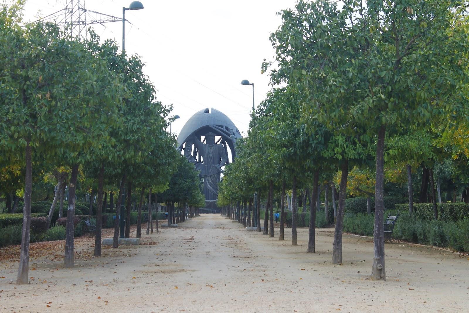 Curiosa Sevilla El Huevo De Colon