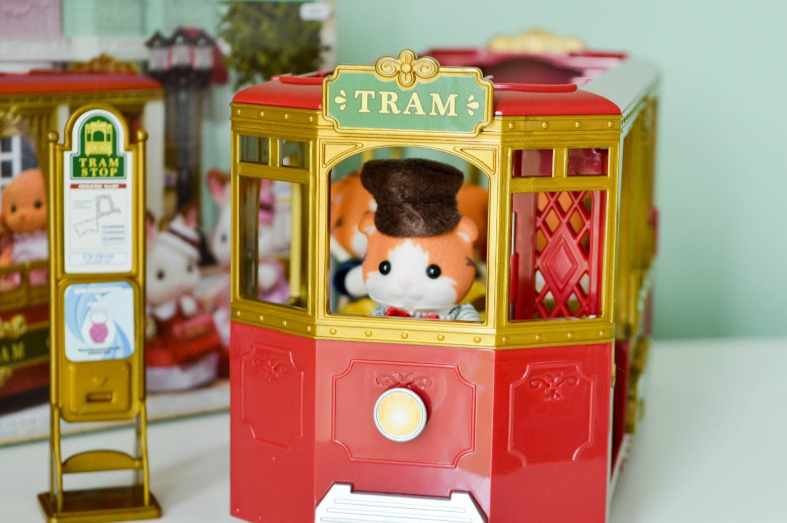 Sylvanian Families Town Ride Along Tram & Maple Cat Family ♥