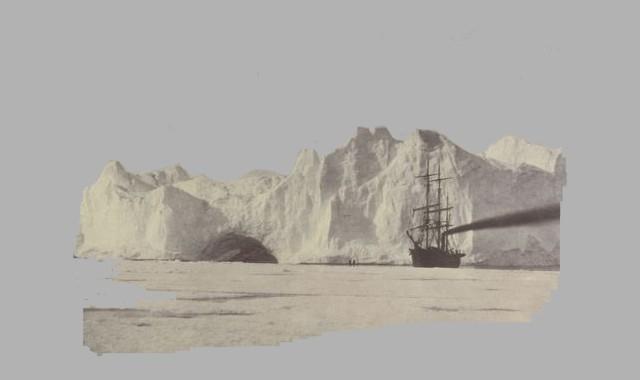 Schiff vor Eisberg