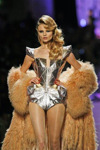 Fashion Show | Dress Up Games: French Fashion