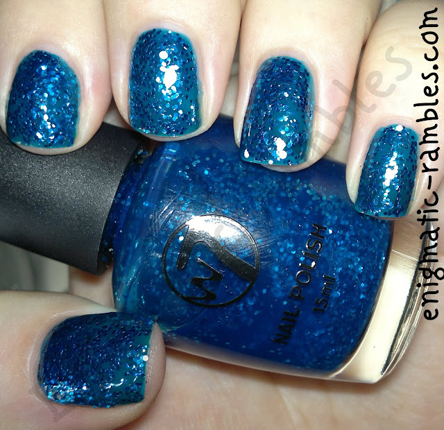 w7-boogie-nights-swatch-blue-glitter-in-blue-base