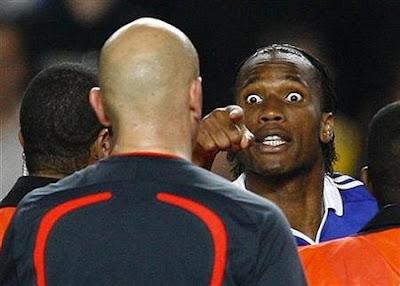 Didier Drogba It's a Fucking Disgrace, es una vergüenza, improperios para Tom Henning Obrevo el árbitro noruego del escándalo de Stamford Bridge en semifinales de liga de campeones 2009 Chelsea vs. FC Barcelona #Barçagate