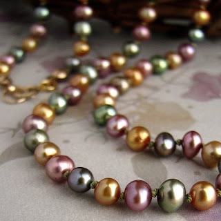 Different Colors of Pearls | How Do I Change Pearl Colors In A Necklace