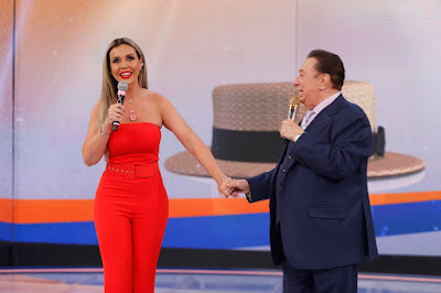 Renata Banhara e Raul Gil (Crédito: Rodrigo Belentani /SBT)