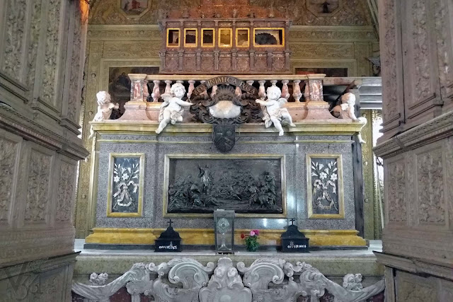 Mortal remains of St. Francis Xavier kept at the top