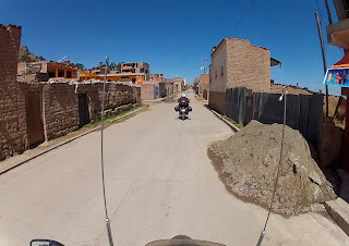 Saindo de Copacabana / Bolívia, rumo ao Peru.