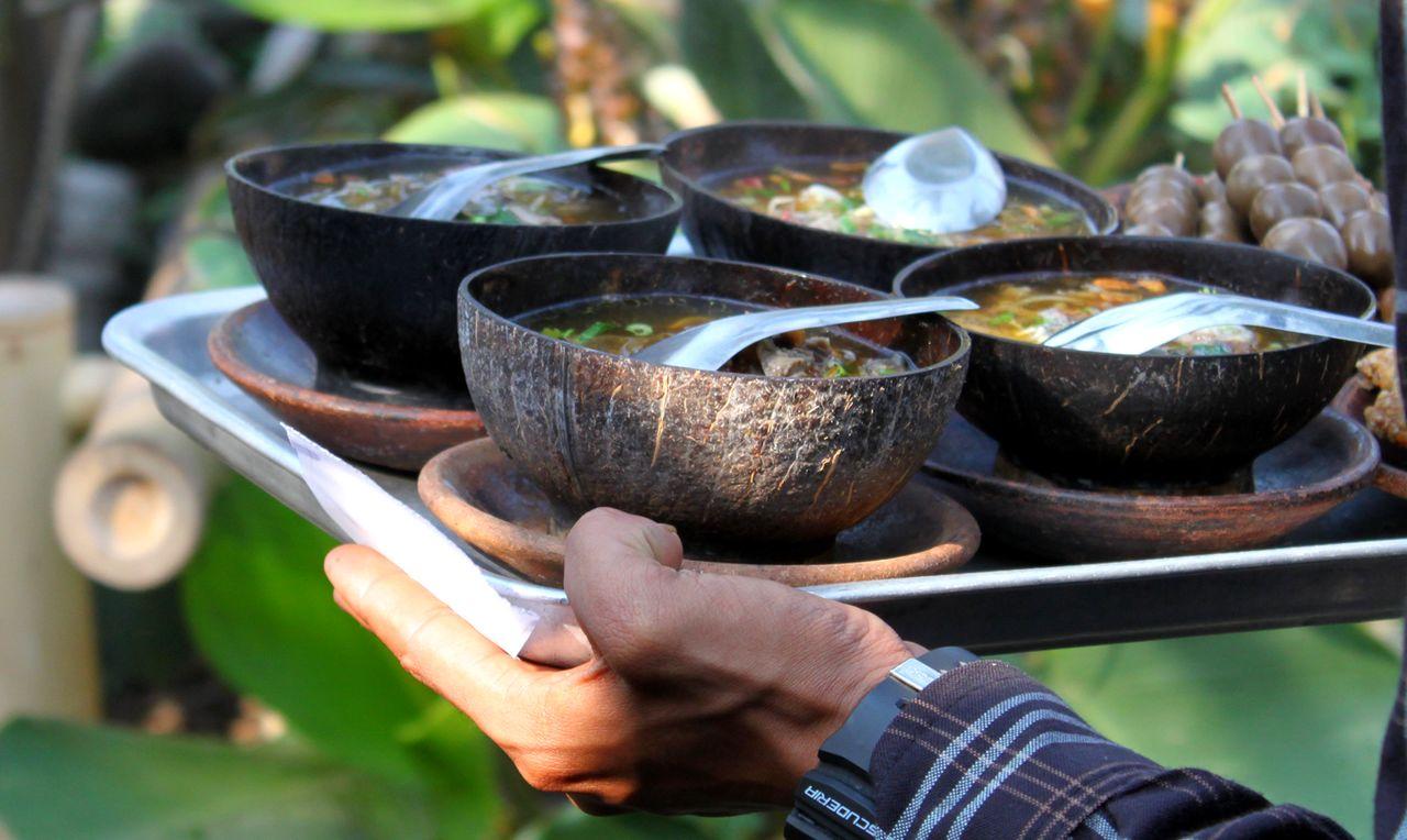 Wadah makanan unik tradisional (byforlifestyle.blogspot.com)
