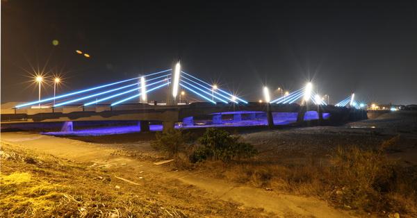 台中太平光興隆大橋,自行車道,LED燈燦爛耀眼