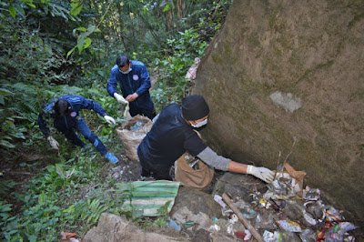 trainee and expert mountaineers recovered four trucks of trash from a rock formation in Darjeeling