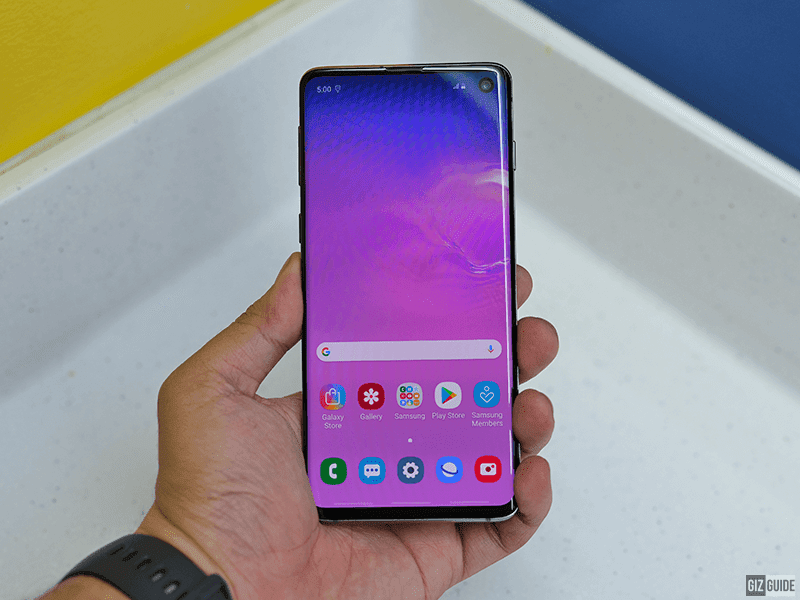 The Samsung Galaxy S10 and the Infinity-O display