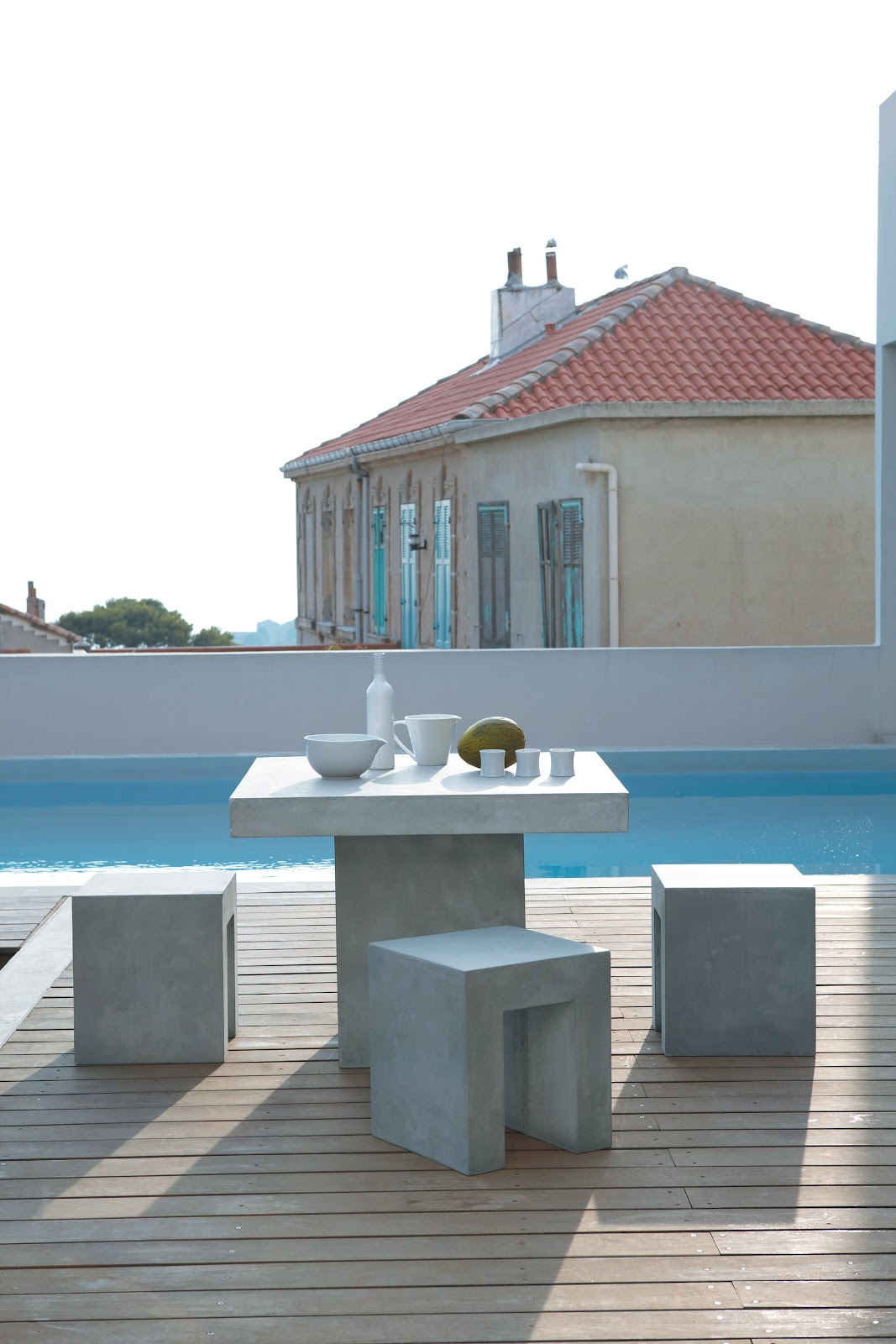 island of white la vie est belle. Black Bedroom Furniture Sets. Home Design Ideas