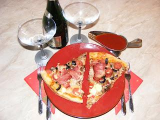 Pizza facuta acasa reteta,