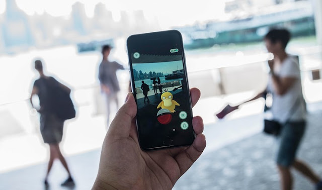 How to turn on camera in Pokemon Go