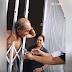 Masukin Kepala ke Folding Door, Kakek Ini Mendapat Cacian dari Netizen