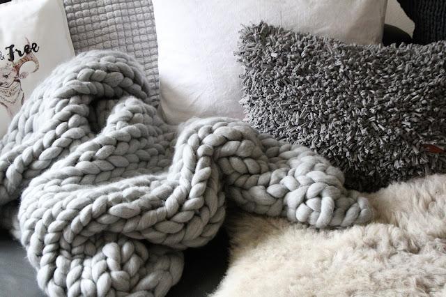 shabbylinas welt wie es mir gef llt chunky knit xxl decke oder teppich aus fleecedecken. Black Bedroom Furniture Sets. Home Design Ideas