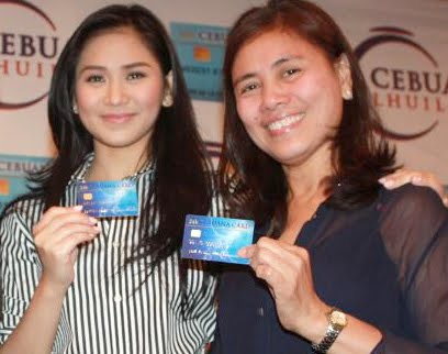 sarah g and mommy divine