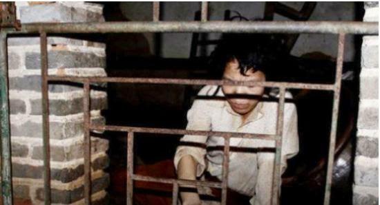 Žena  zatočena u kavezu već 12 godina?!