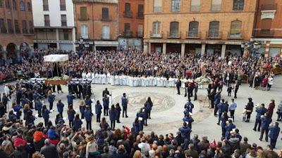 http://interbenavente.es/not/15970/la-procesion-del-resucitado-pone-el-punto-y-final-a-la-semana-santa/