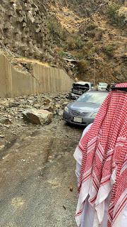 إصابة ثلاثة أشخاص بعد تساقط صخور في عقبة الباحة.. والدفاع المدني يغلق الطريق