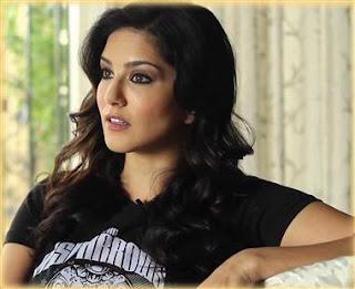 নিজের বিশেষ অঙ্গের বিমা করাতে চান সানি লিওন ! Sunny Leone Insurance