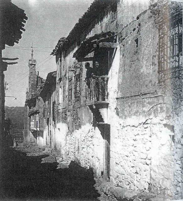 calle-madre-dios-arriba-moya-cuenca-espadaña