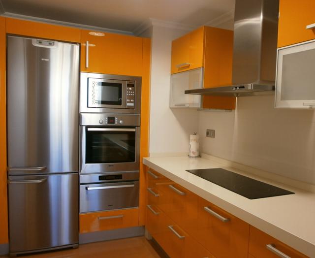 C mo integrar el microondas en la cocina cocinas con estilo ideas para dise ar tu cocina - Mueble alto microondas ...